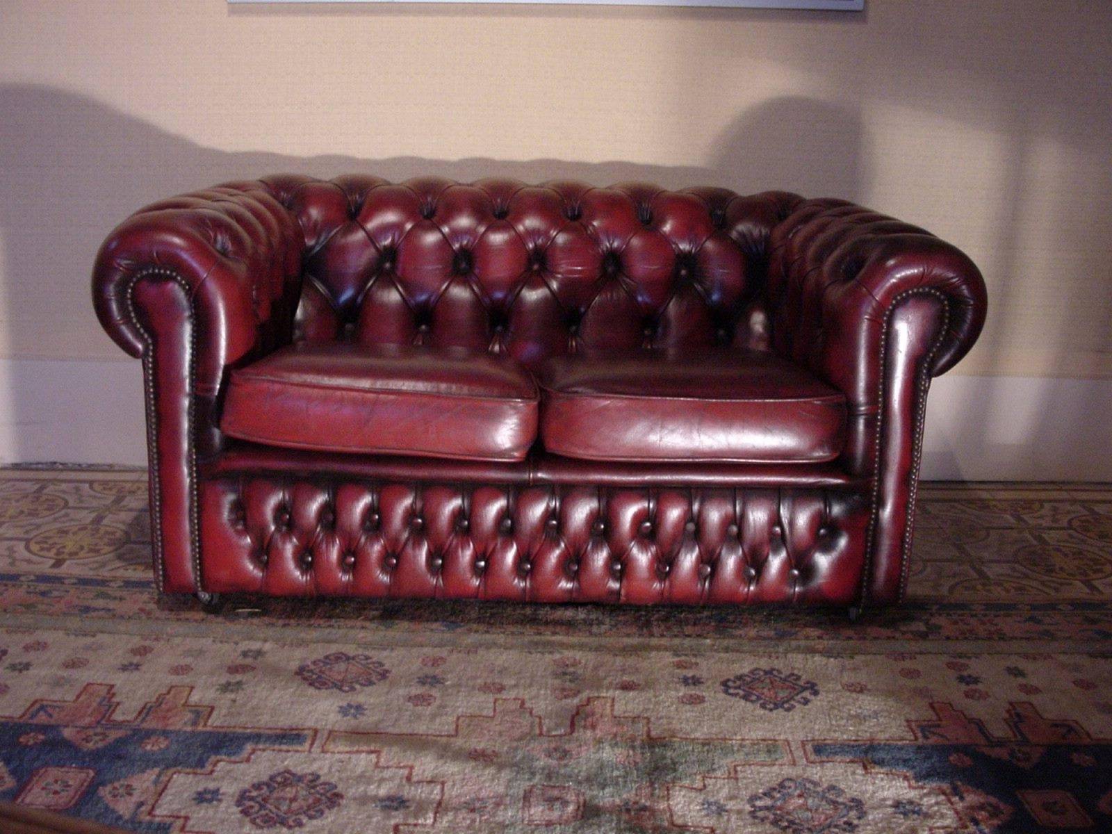 acheter un canap chesterfield cuir bordeaux deux places. Black Bedroom Furniture Sets. Home Design Ideas