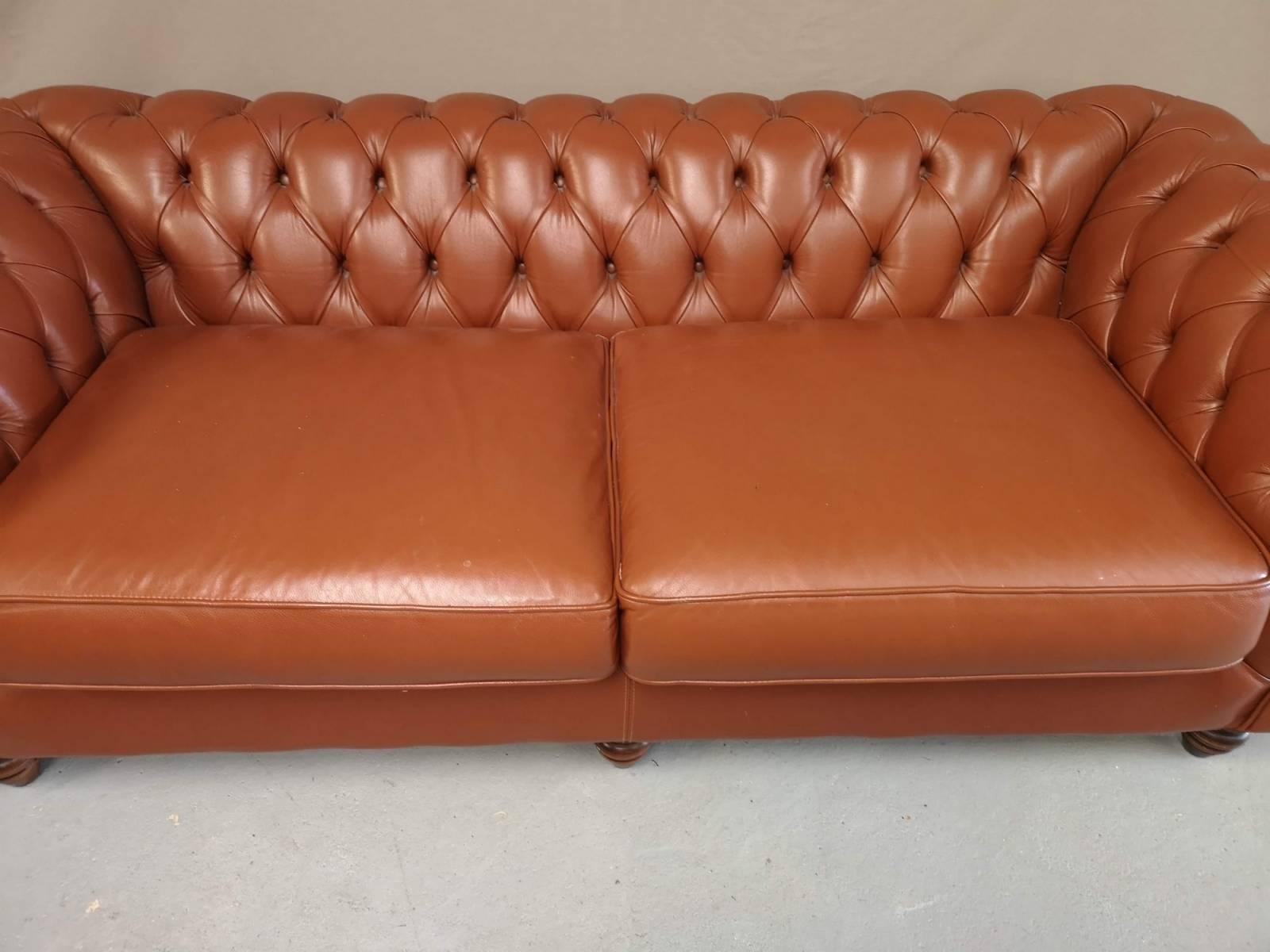 ou acheter un canap chesterfield trois places cuir marron. Black Bedroom Furniture Sets. Home Design Ideas